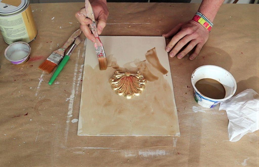 stesura di velatura ad acrilico con pennellate incrociate ed irregolari